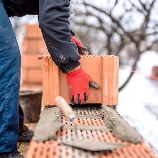 Jakie prace remontowe prowadzić jesienią i zimą?